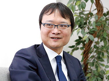 株式会社秦商事 代表取締役社長 秦 治 様