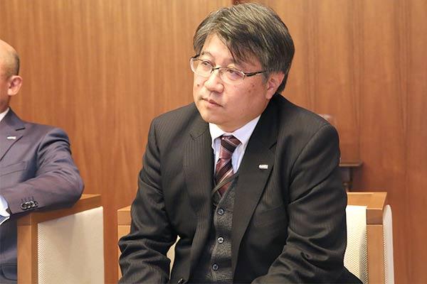 インタビューに応じる中央自動車工業株式会社取締役 住吉哲也 様