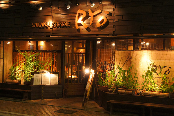 地元に愛されてきた「SAKANA CUISINE RYO」(写真はM&A実行当時)